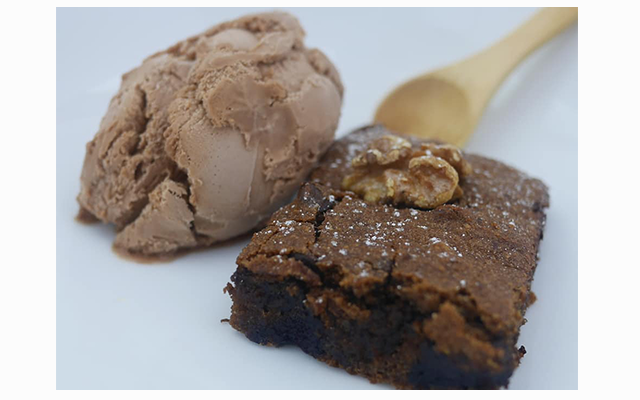Warm chocolate brownie with vegan ice cream